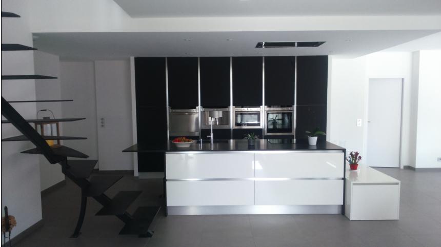 Cuisine ouverte sur la pi ce centrale design cuisines for Conception cuisine centrale